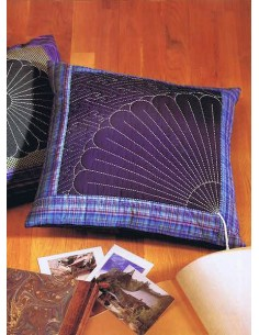 Yarn Cutter Pendant - Clover